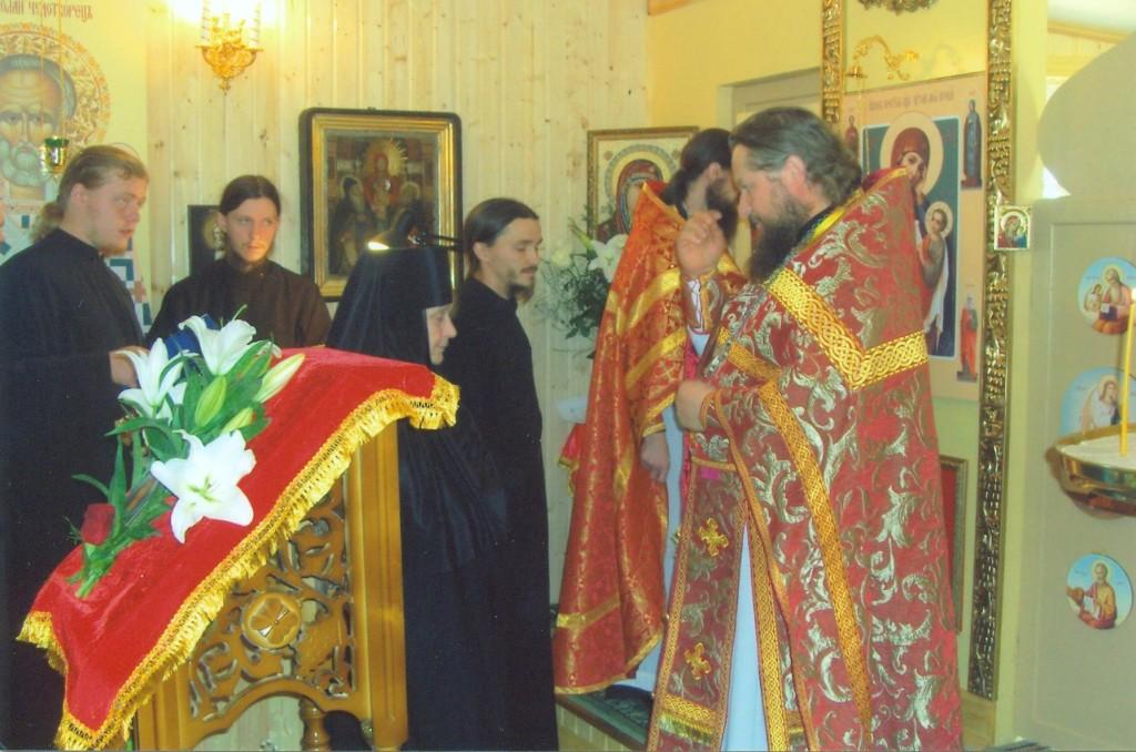 Первая Литургия.Монахиню Надежду (Ключарёву) посвящают в алтарницу.