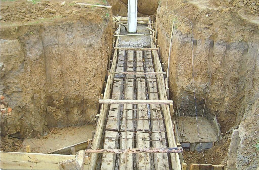 Строительство фундамента под будущий Храм