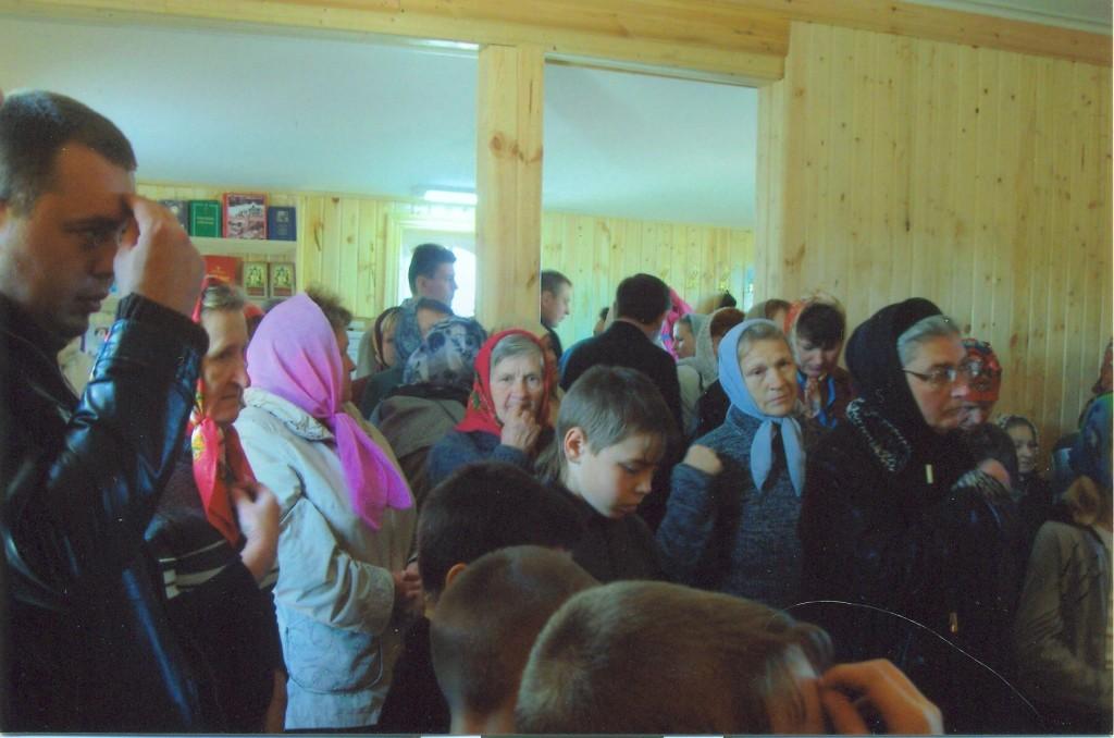 Первые молящиеся в Храме 09.09.2010г.